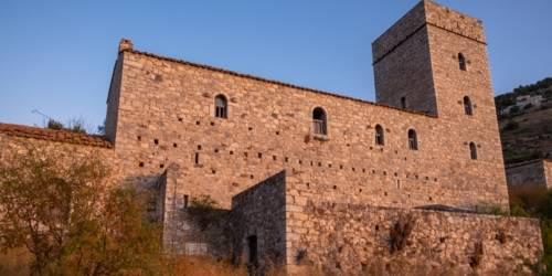 Πύργος Πετρόμπεη Μαυρομιχάλη - Λιμένι